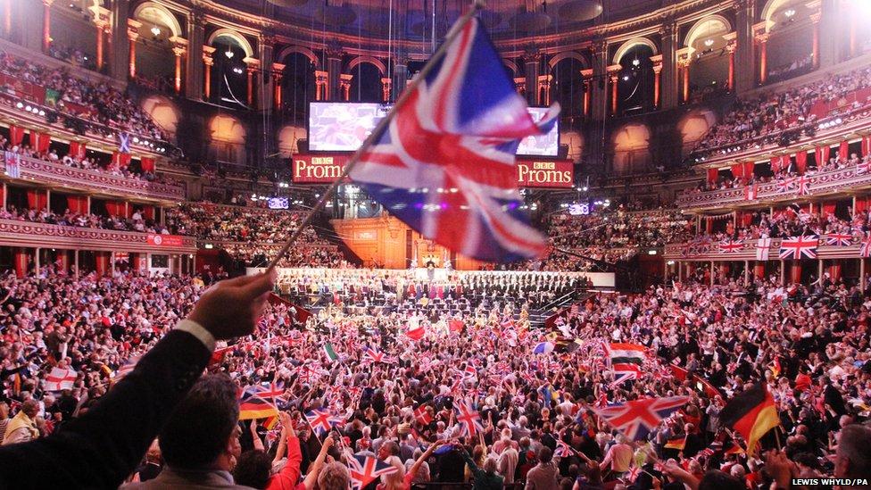 "Le Royal Albert Hall de Londres, un soir de ""Last Night of the Proms"""