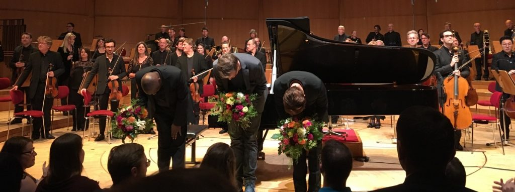 Wayne Marshall (direction), Maxi Gstettenbauer (MC) et Benyamin Nuss (piano)
